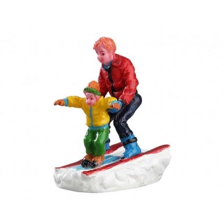 Père faisant skier son fils Lemax Vail Village