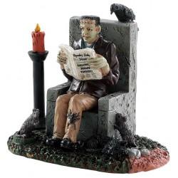 Frankenstein lisant son journal Lemax Halloween