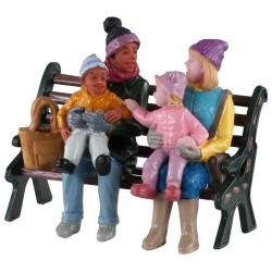 Mères et leurs enfants sur un banc au parc Lemax