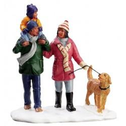 Promenade en famille dans la neige Lemax