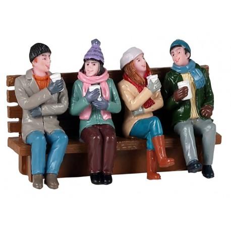 Café entre amis sur un banc Lemax